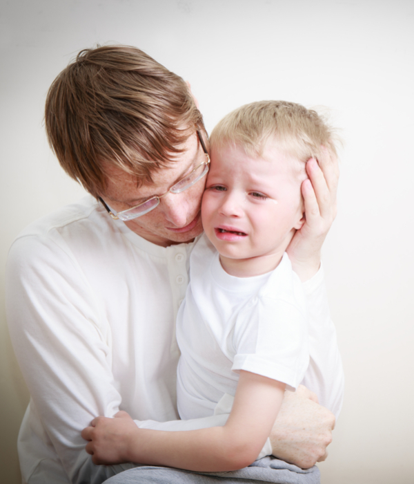 father comforting anxious child
